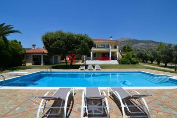 居外网在售希腊8卧7卫的房产总占地4000平方米EUR 1,320,000