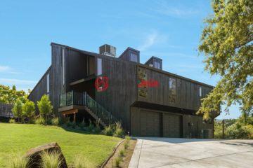 居外网在售美国5卧4卫最近整修过的房产总占地1578平方米USD 1,325,000